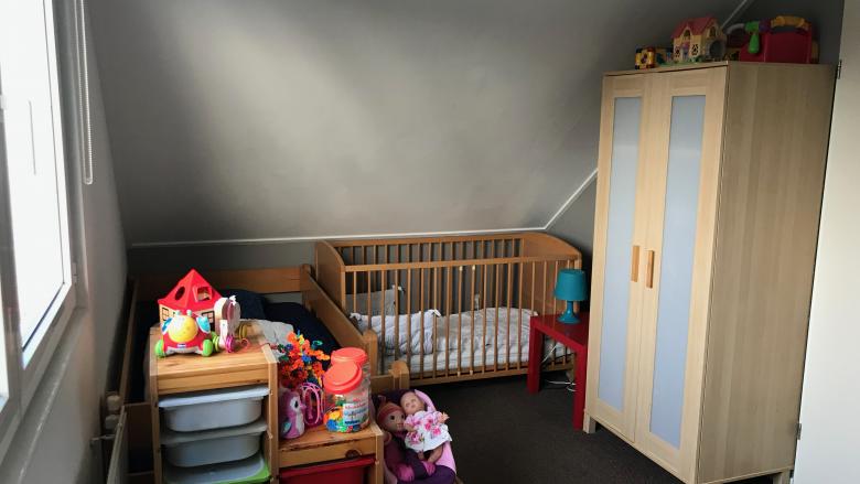 Babybett Schlafzimmer Straßenseite