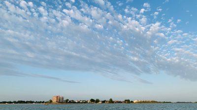 Einfachrt ins Beach Resort Makkum vom IJsselmeer aus - Schakelvilla - familienfreundliches Ferienhaus am IJsselmeer in den Niederlanden