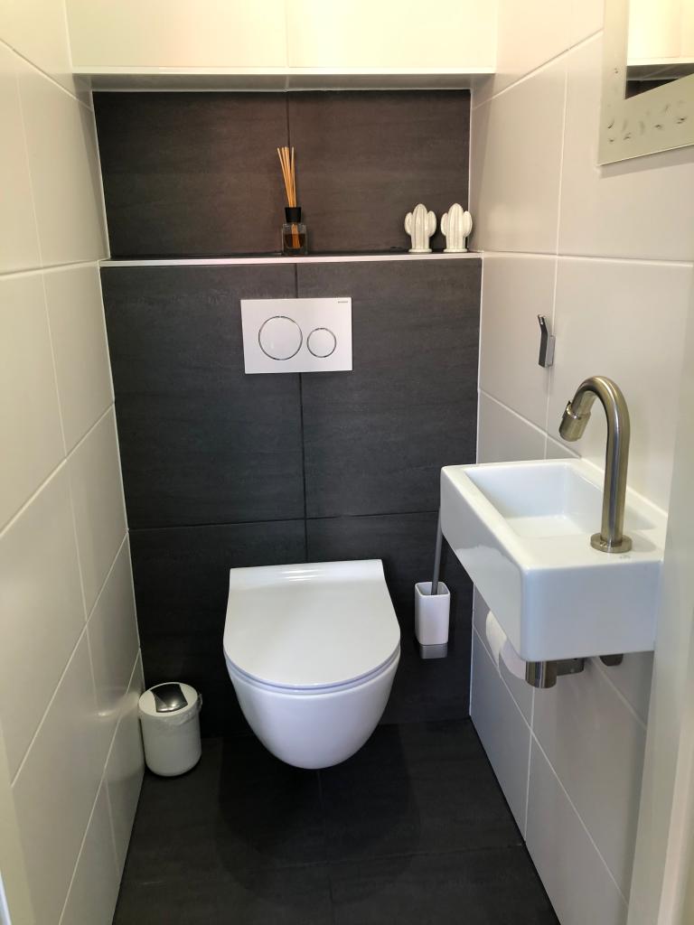 Toilette im Erdgeschoss des Ferienhauses - Schakelvilla - Ferienhaus im Beach Resort Makkum für die ganze Familie - Urlaub am IJsselmeer