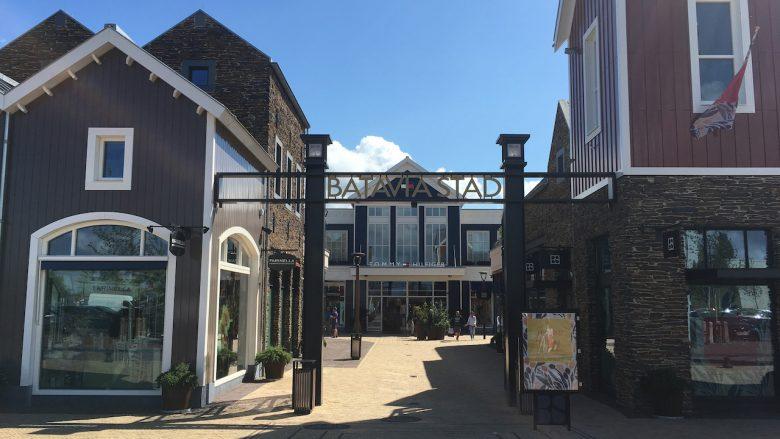 Batavia Stad - Fashion Outlet Eingang - Schakelvilla Ferienhaus für die ganze Familie am IJsselmeer