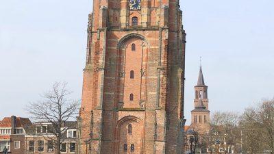 De Oldehove schiefster Turm in Leeuwarden - 30 Minuten von unserem Ferienhaus für die ganze Familie (Schakelvilla) in Makkum am IJselmeer entfernt.jpeg