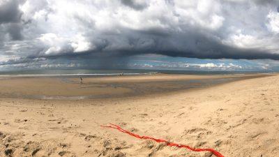 Panoramablick Regenwolken am Strand von Julianadorp - Schakelvilla Ferienhaus für die ganze Familie