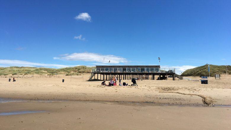Strandpavillon Zee van Tijd am Strand von Julianadorp - Schakelvilla Ferienhaus für die ganze Familie