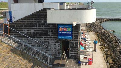 Vlietermonument am Abschlussdeich - Schakelvilla Ferienhaus für Familien am IJsselmeer in Makkum