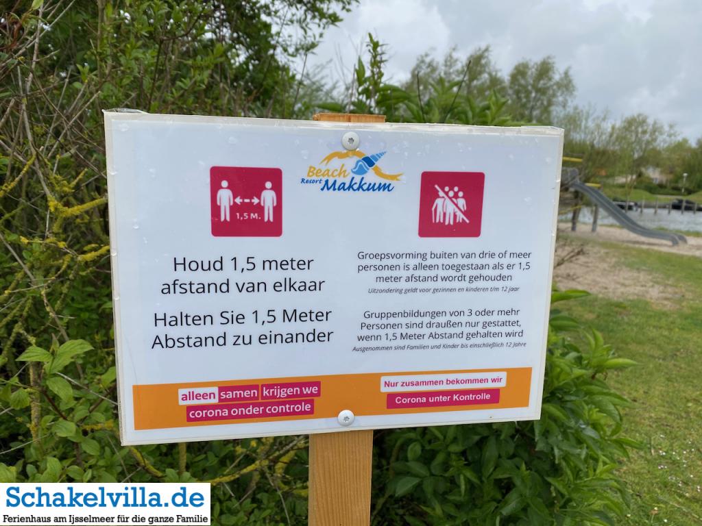 Abstand halten auf Spielplätzen in den Niederlanden im Beach Resort Makkum und Zugang für Kinder bis 12 Jahre - Schakelvilla Ferienhaus in Holland