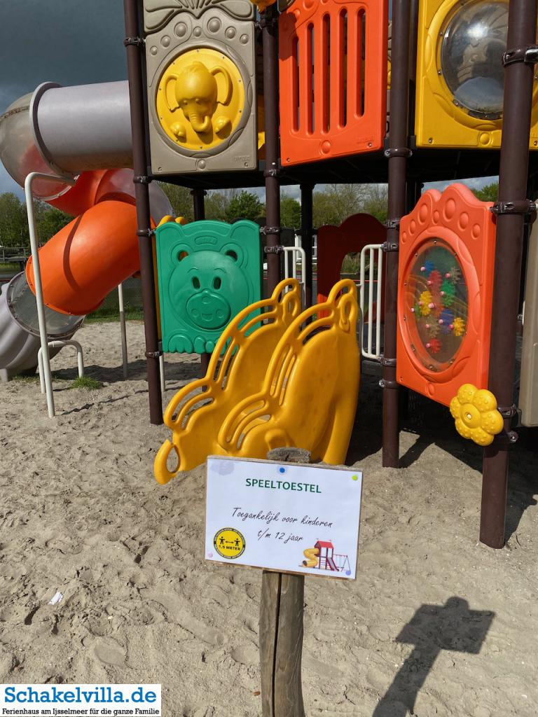 Spielplatz auf de holle poarte in Coronazeiten - Schakelvilla Ferienhaus in Holland